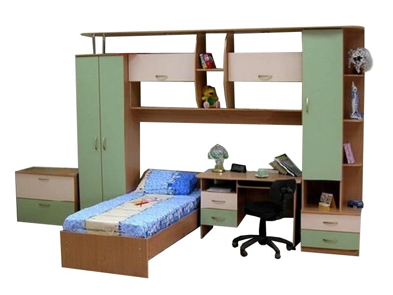 Недорогая мебель в детскую с кроватью Ровесник
